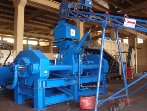 Брикетировочный пресс BP 140 для изготовления брикетов из металлической стружки.