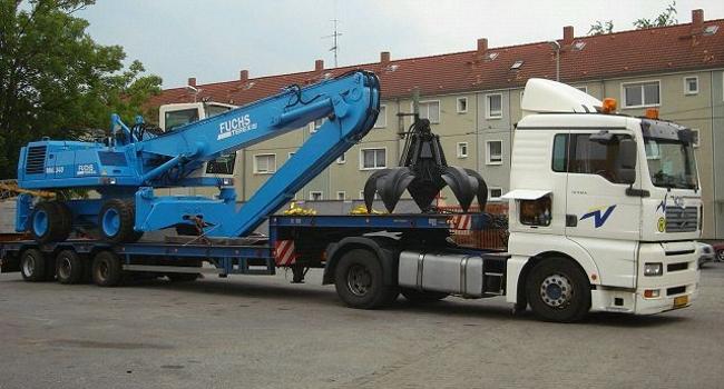 Транспортировка перегружателя  FUCHS MHL340 с грейфером для металлолома