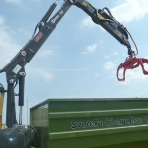 Тракторная самосвальная телега Chamelion с манипулятором Loglift